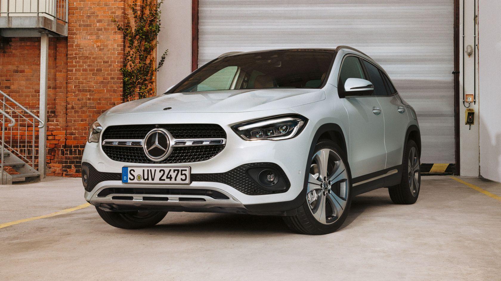 CAR-Avenue-Mercedes-Benz-GLA-SUV-01