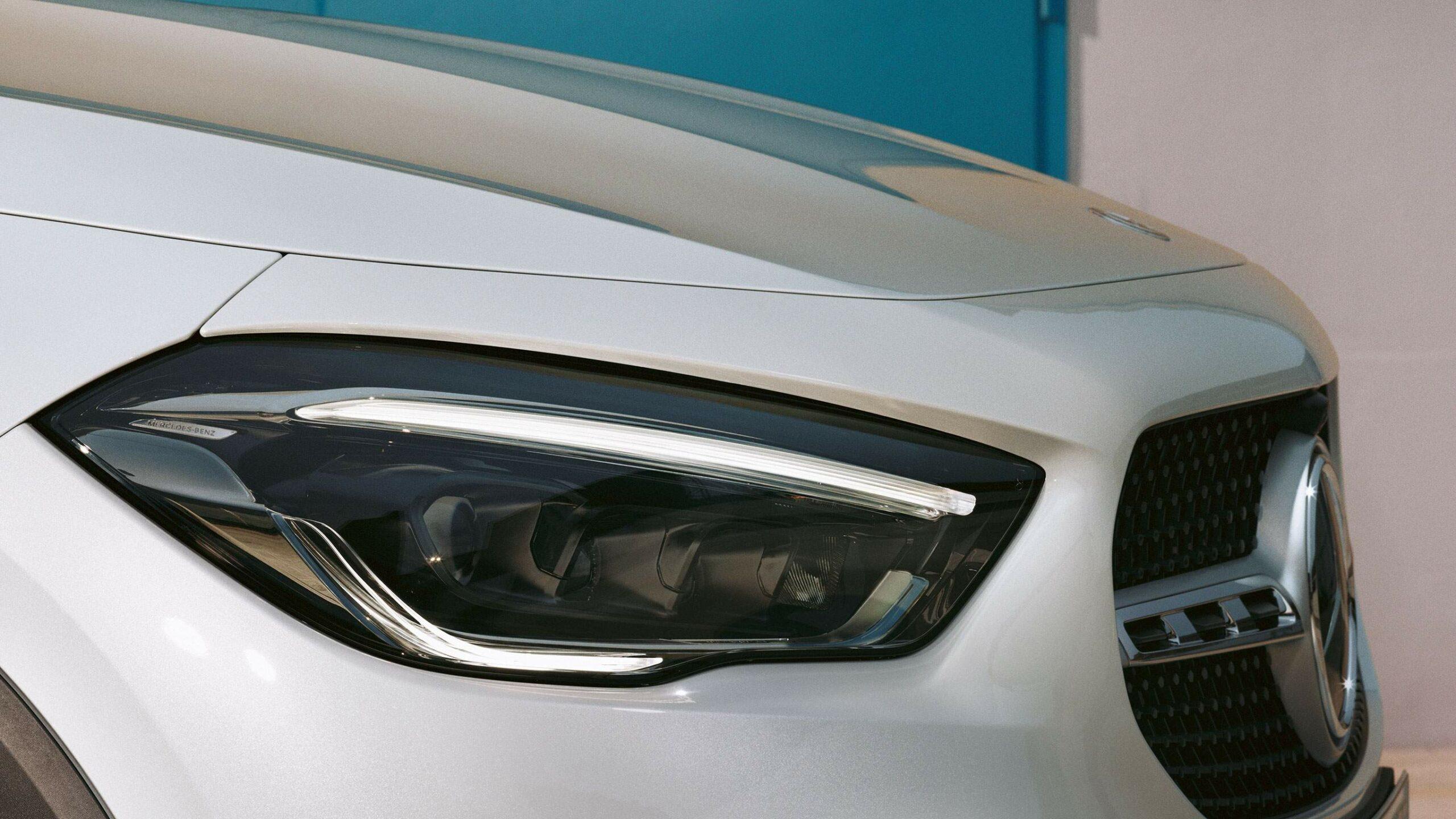 CAR-Avenue-Mercedes-Benz-GLA-SUV-02