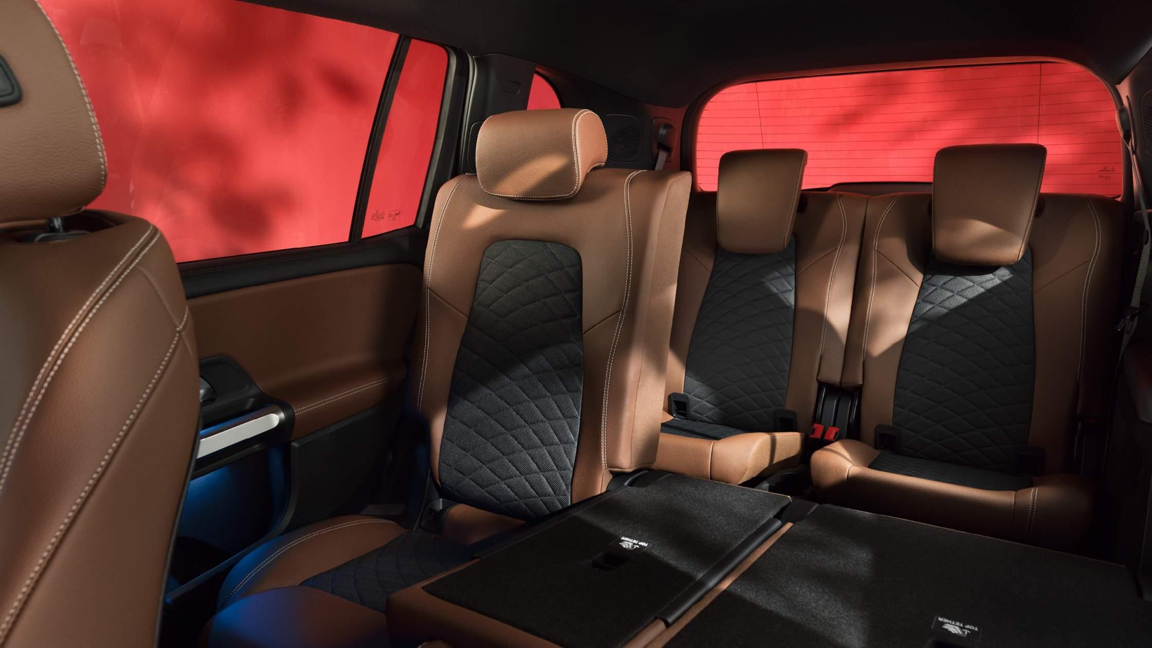 CAR-Avenue-Mercedes-Benz-GLB-SUV-04