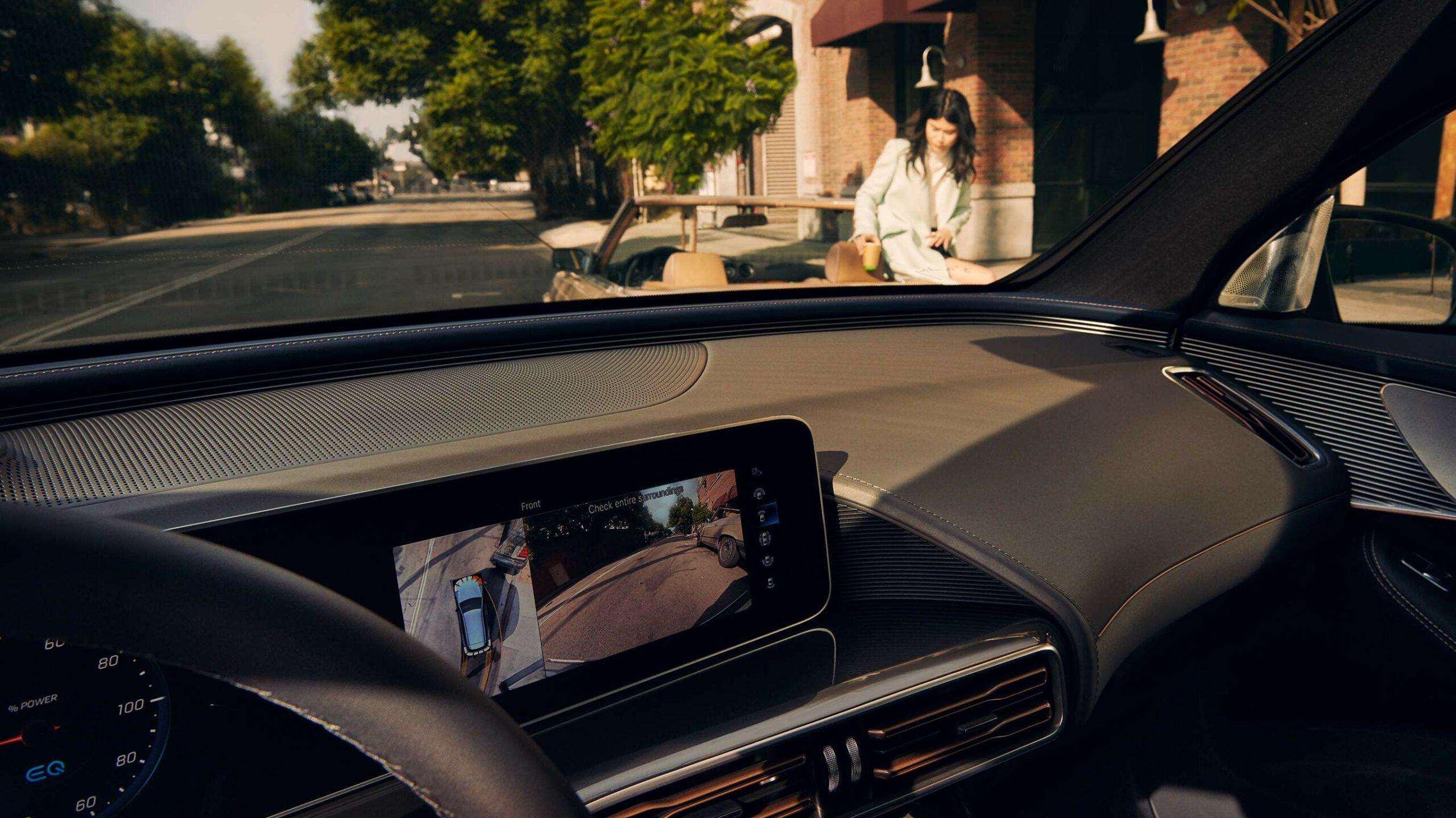CAR-Avenue-Mercedes-EQC-SUV-01