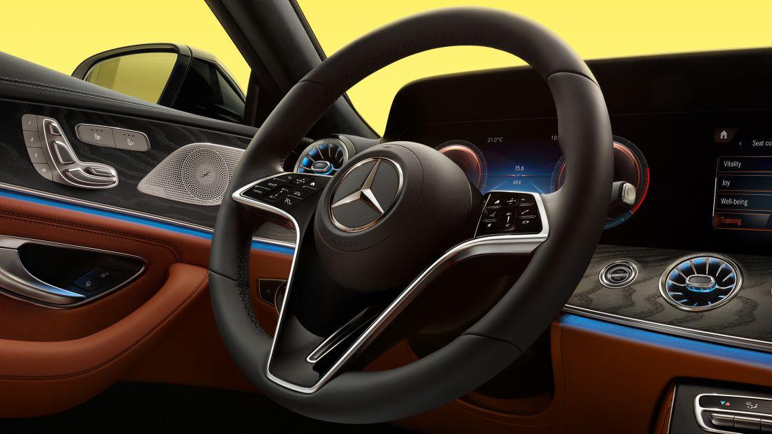 Mercedes-Benz-CLS-coupe-Car-Avenue-Stock-02