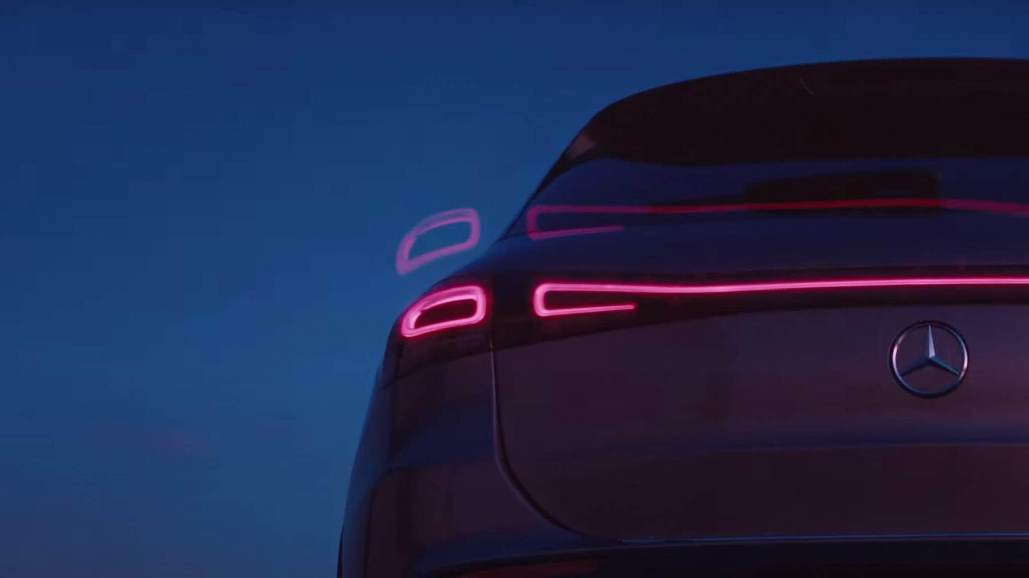 Mercedes-EQA-03