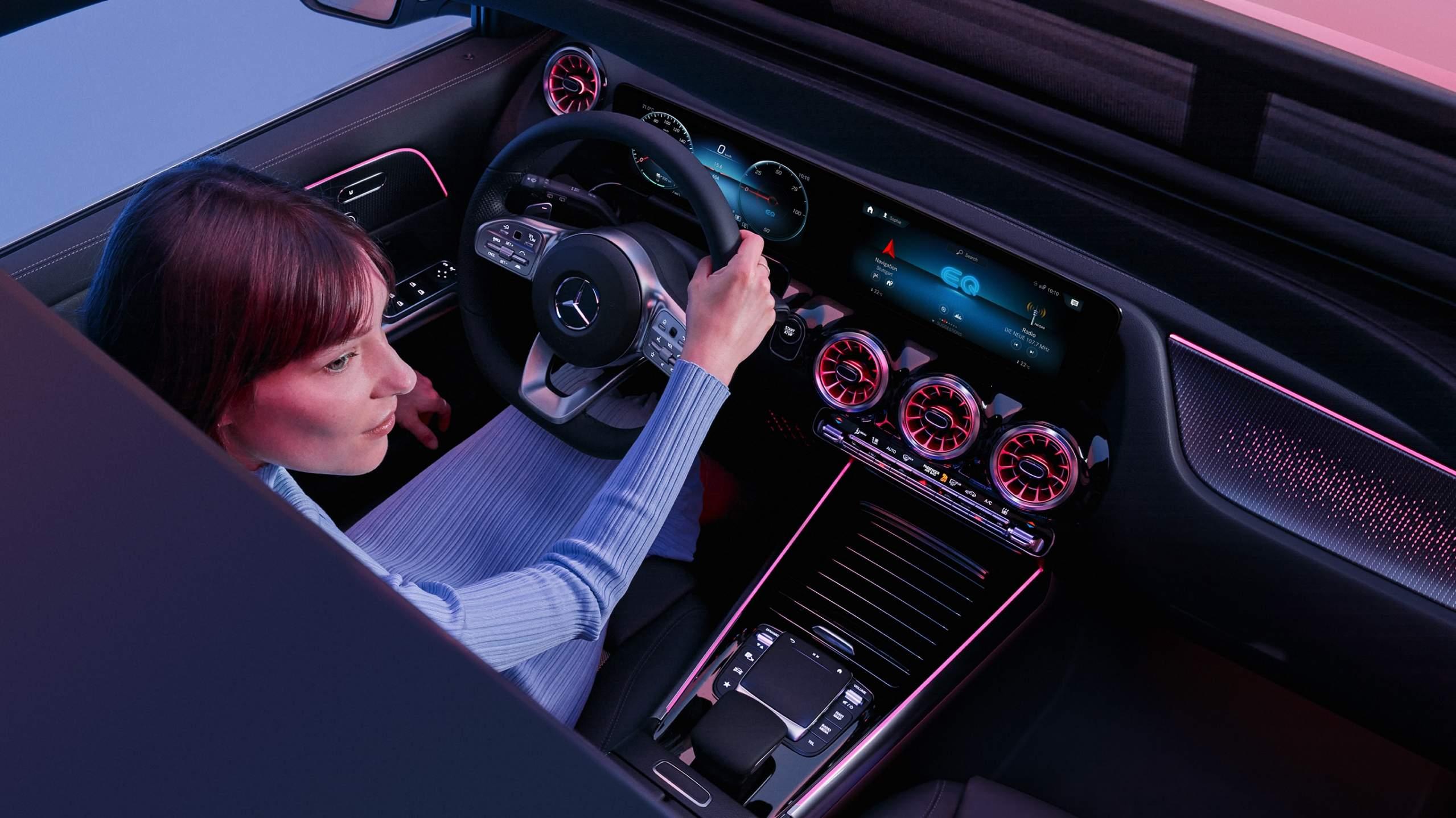 Mercedes-EQA-06